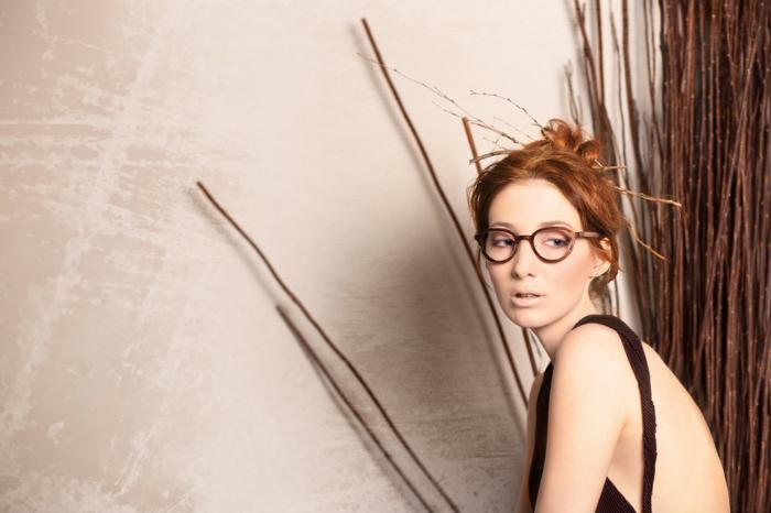 brillenmode modische brillen aktuelle tendenzen blaue rahmen