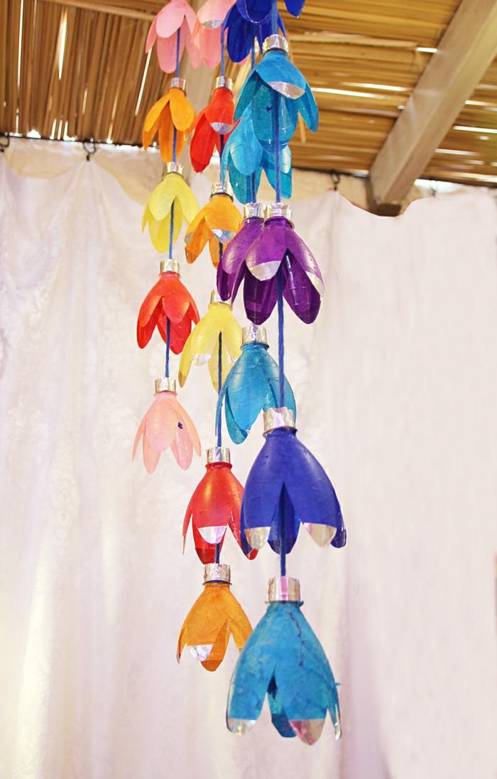deko ideen selber machen plastikflaschen farbig machen
