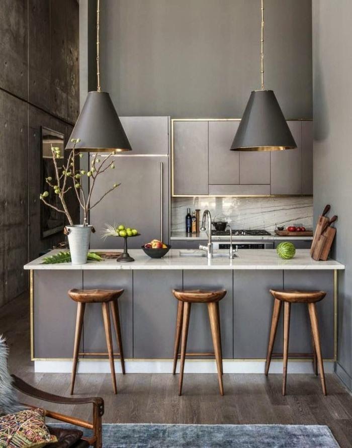 einrichtungsideen küche einrichtungstipps barhocker holz skandinavisches design bartheke marmor grau pendelleuchten konusförmig