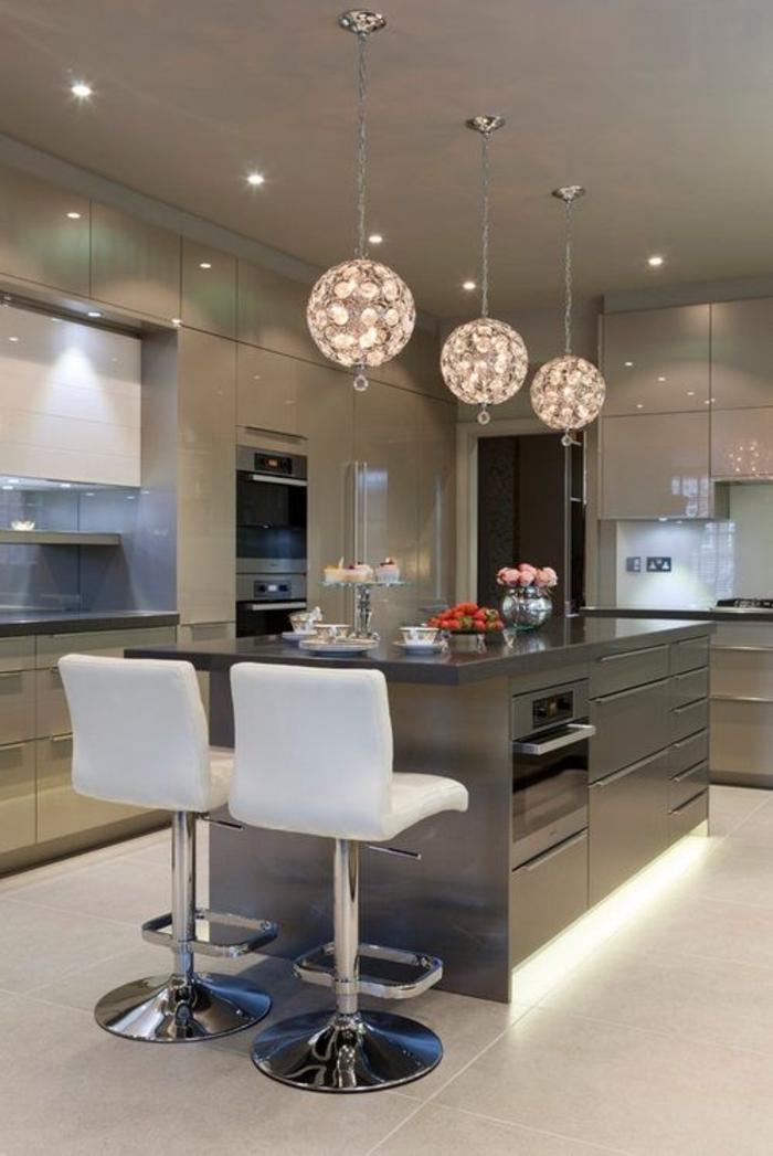 einrichtungsideen küche einrichtungstipps kücheninsel bartheke barhocker weiß hochglanz küchenschränke modern wohnen