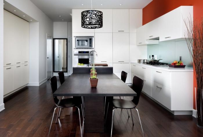 einrichtungsideen küche einrichtungstipps esstisch dunkles holz stühle hängelampe schwarz lampenschirm minimalistische einrichtung