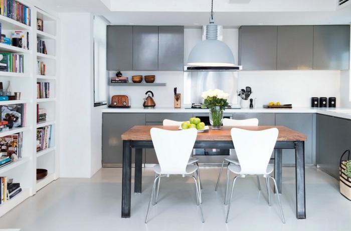 einrichtungsideen küche einrichtungstipps esstisch metall holzplatte graue küchenschränke kupfer toaster kanne hängelampe