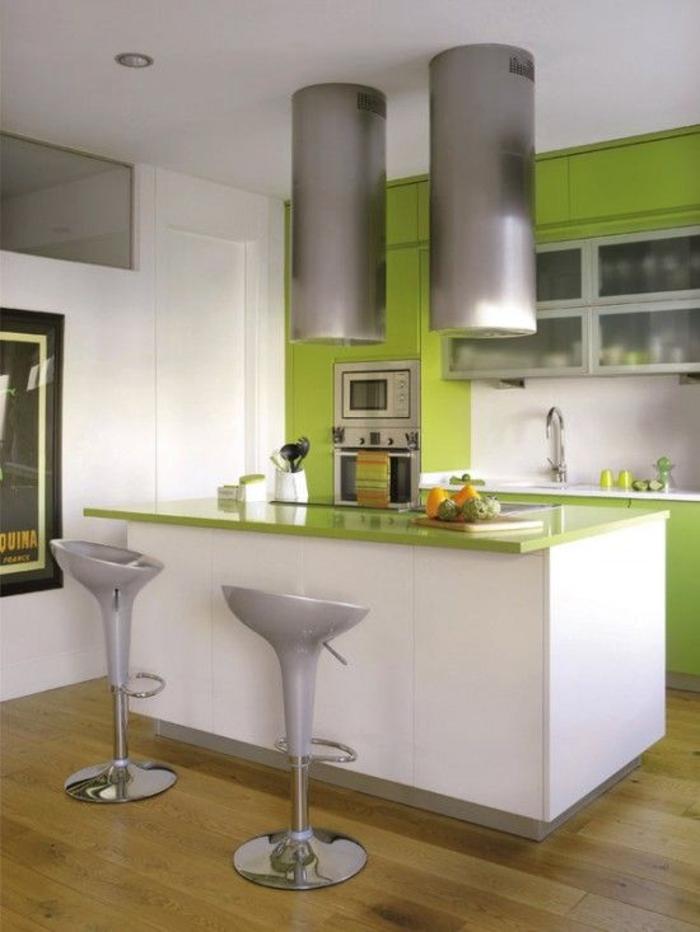 einrichtungsideen küche einrichtungstipps futuristisches design barhocker bartheke apfelgrün weiß hochglanz fronten modern wohnen