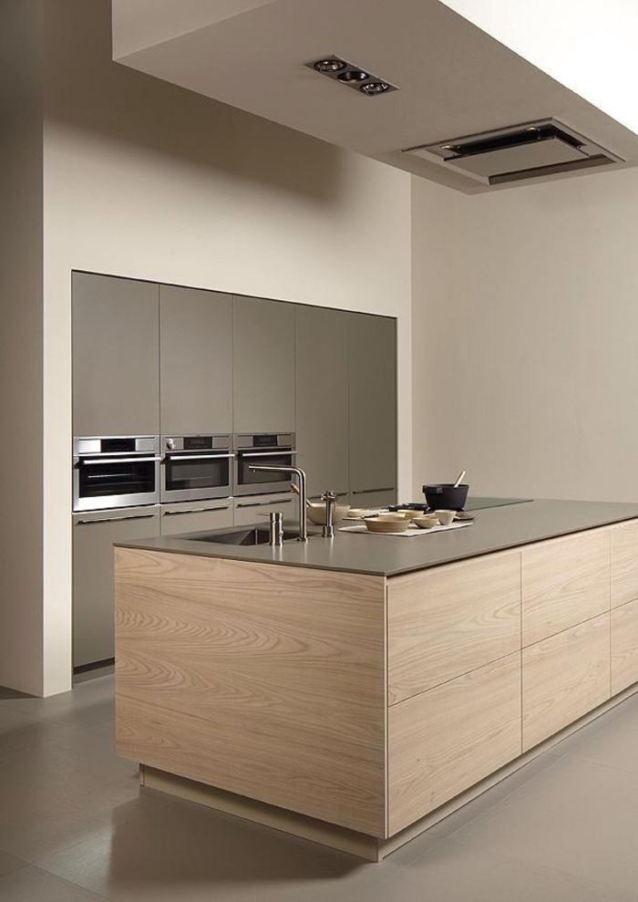 einrichtungsideen küche einrichtungstipps kücheninsel spüle armatur holzpaneele minimalistischer einrichtungsstil