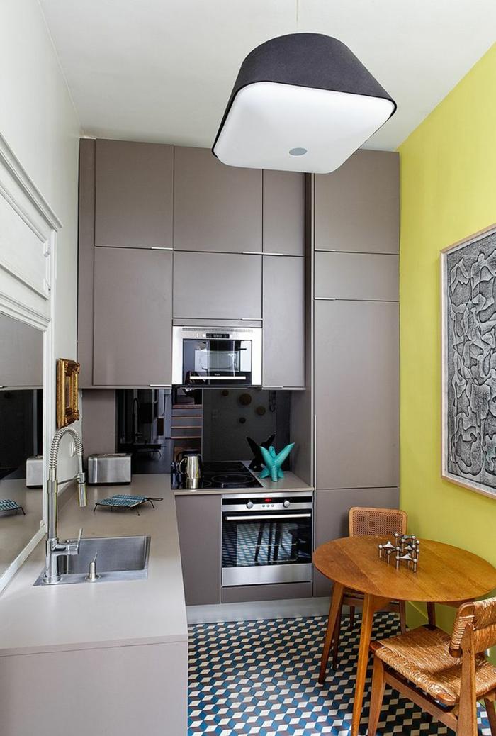 einrichtungsideen kleine kueche esstisch holz geflochtene stühle moderne küchenmodule