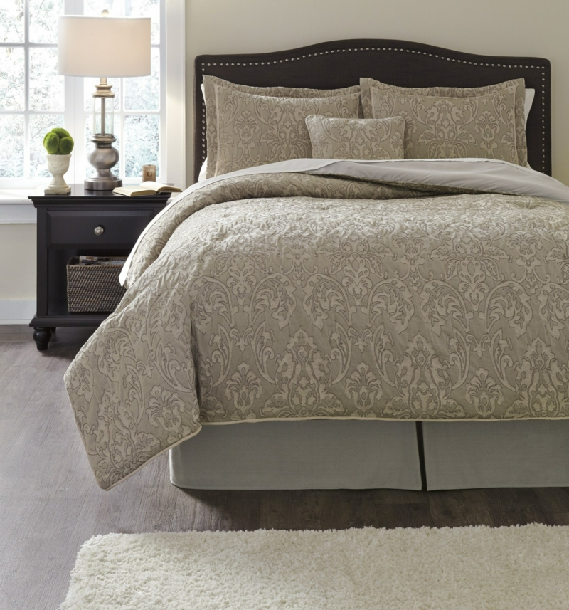 elegante Bettwäsche beige klassisches Schlafzimmer einrichten