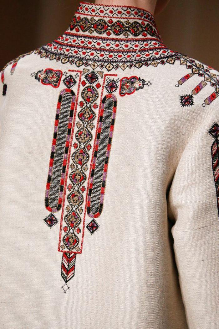 faszinierende ethno kleidung und bulgarische stickereien beindrucken die modewelt. Black Bedroom Furniture Sets. Home Design Ideas