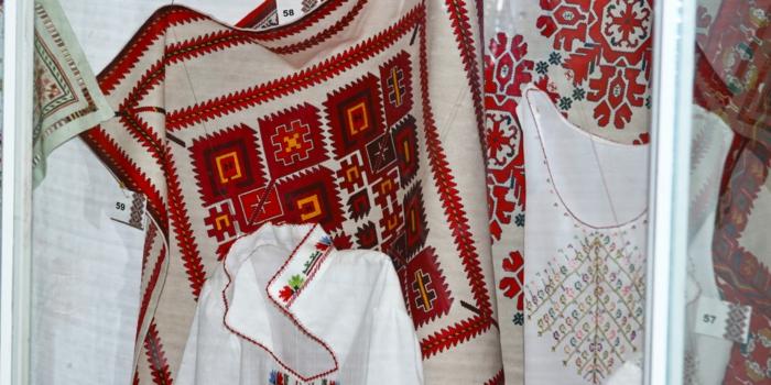 ethno kleidung ethno ethno- Stickerei valentino mode tracht muster motive hemd