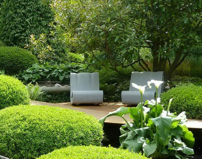 Moderne Gartenstatue aus Beton in weißer Farbe
