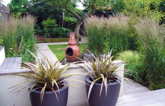 garten gestalten ideen pflanzenbehälter gartenaccessoires gartentreppen