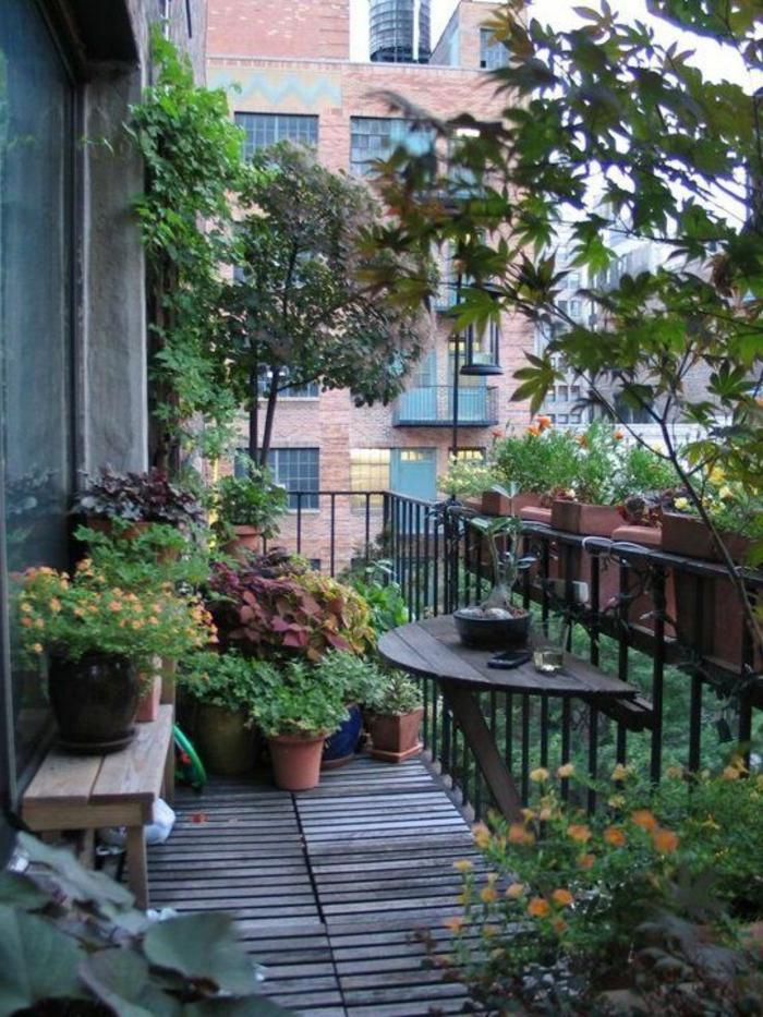 gartengestaltung ideen funktionaler balkontisch balkon gestalten pflanzen