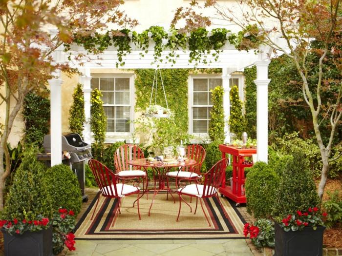 ideen gartengestaltung runder gartentisch rot garten pflanzen teppich