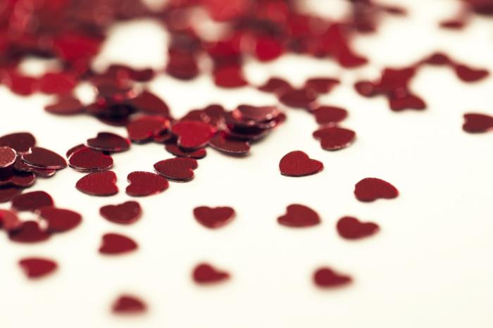 geschenk zum valentinstag seine liebe gestehen herzen