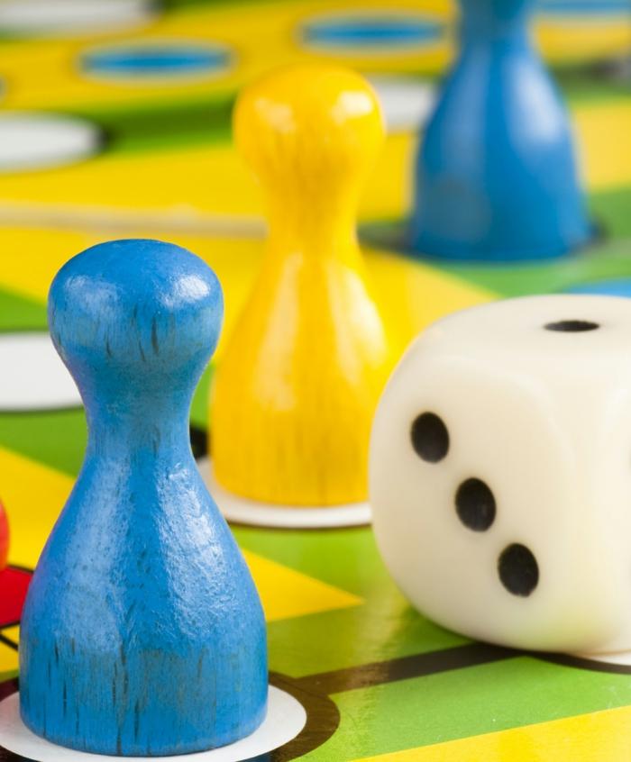 geschenkideen freund geschenk bester freund gesellschafliches spiel set familen schokopralinen