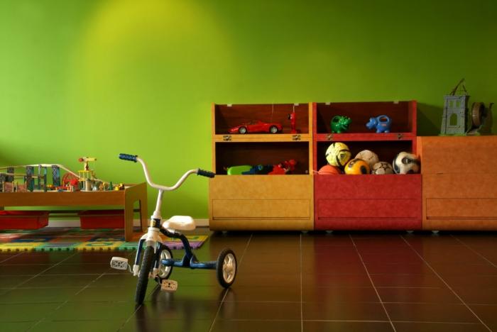 gestaltung kinderzimmer grüne wände bodenfliesen offene regale