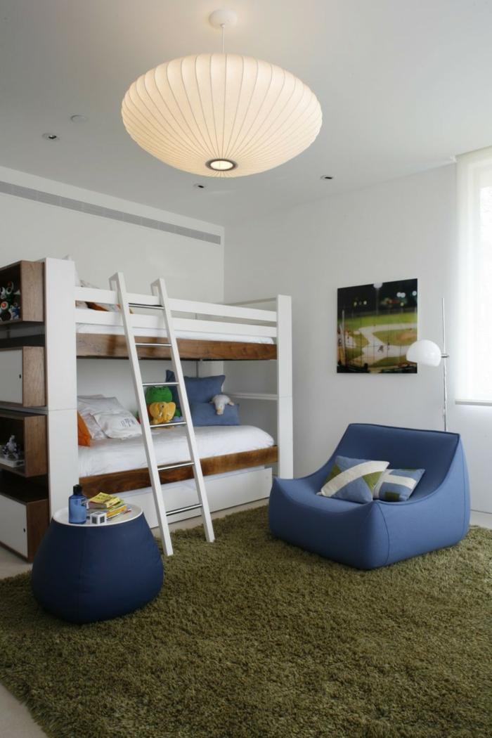 gestaltung kinderzimmer grüner teppichboden kinderhochbett weiße wände