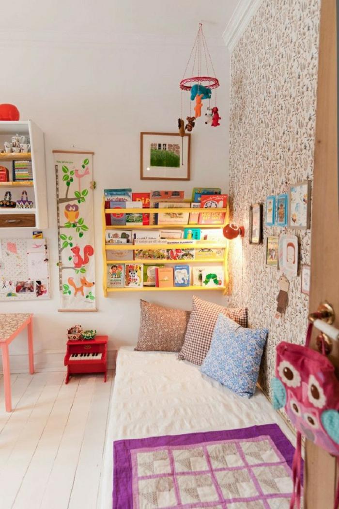gestaltung kinderzimmer offene wandregale wandgestaltung ideen wandtapete dekokissen dekoideen