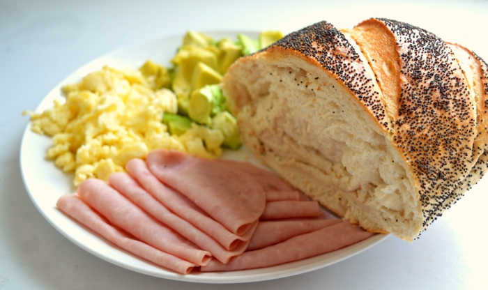 gesunde ernährung abwechslungsreiches essen fleisch eier brot