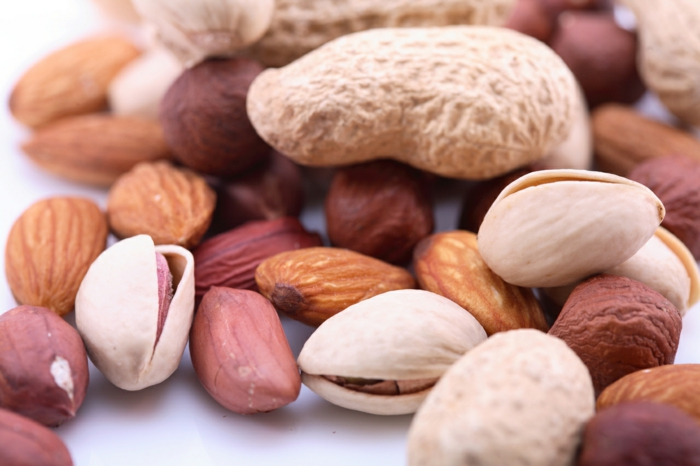 gesundes essen nüsse essen kleiner hunger