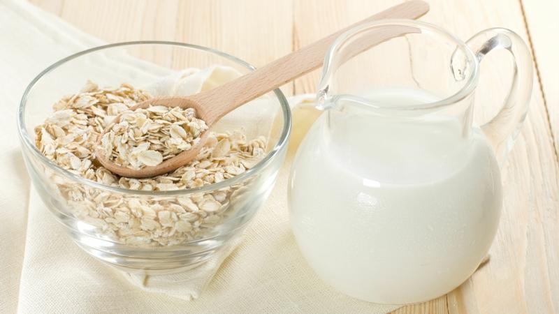 gute Proteinquellen pflanzliches Eiweiß Hafeflocken mit Milch
