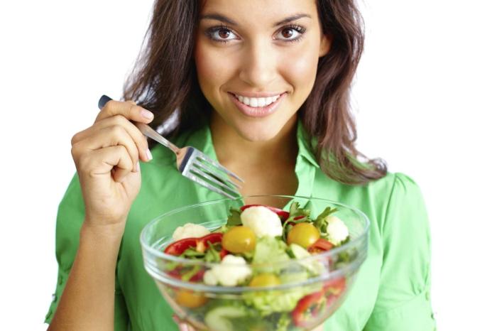 haarpflege tipps gesundes essen frischer salat