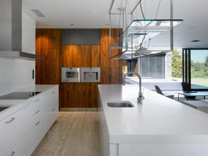 holz wandpaneele küche wandgestaltung weiße kücheneinrichtung holzboden