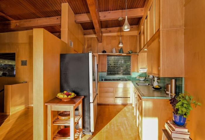 holz wandpaneele kleine küche küchenrückwand fliesen