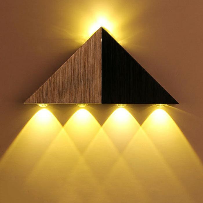 beleuchtung decke dunkeles interior leuchte wandbeleuchtung pyramyde