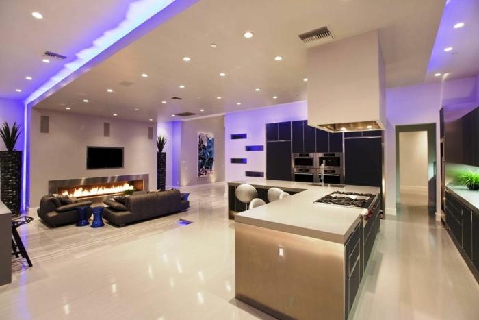 led indirekte-beleuchtung-decke-dunkeles-interior-wandgestaltung-indirekt