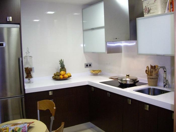 küchendesign ideen kleine küche weiße wände dunkle küchenschränke