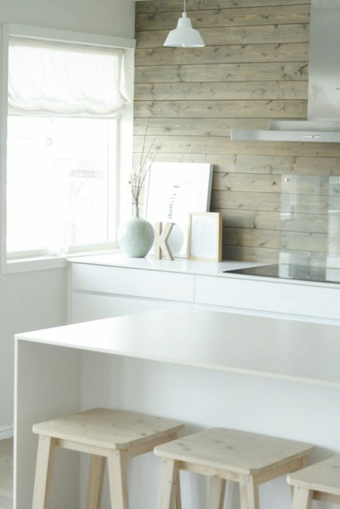 küchendesign ideen wandpaneele holz weiße küche hölzerne barhocker