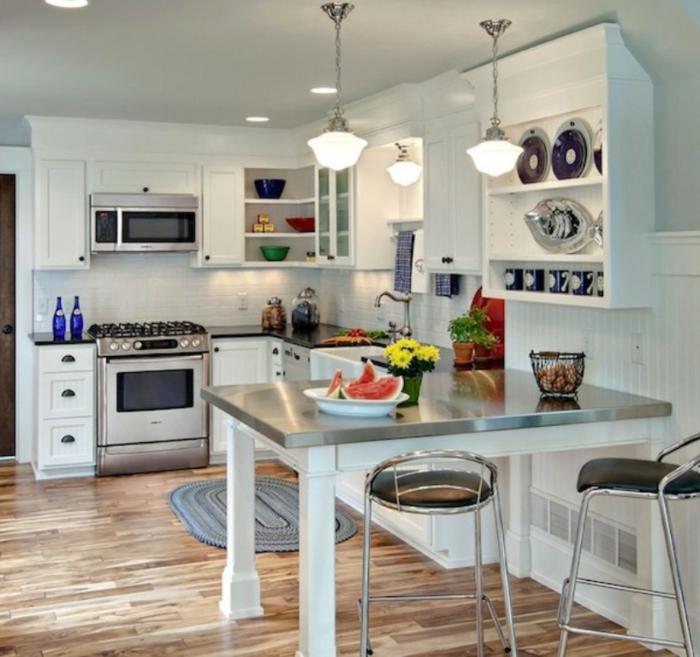 küchendesign kleine küche einrichten esstisch weiße wandfliesen