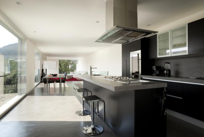 küchendesign wandpaneel schwarz kücheninsel metalloberflächen offener wohnplan