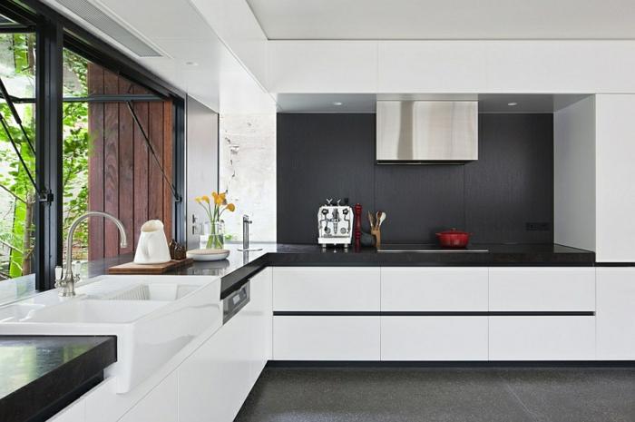 küchendesign wandpaneele küche schwarz weiße küchenschränke küchenfenster