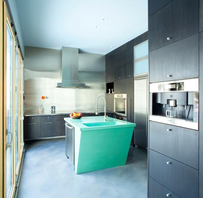 küchendesign wohnideen küche grüne kücheninsel hellblaue decke