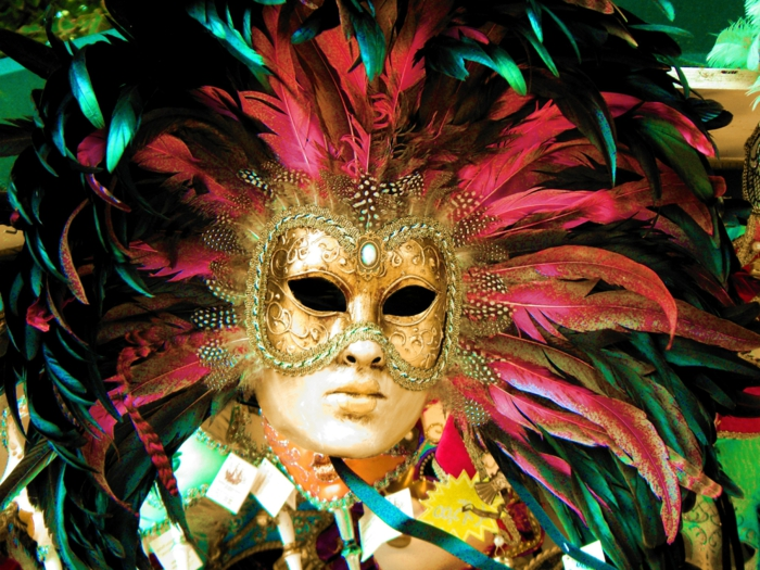 karneval in venedig faschingskostüm karnevalkostüme feder masken gold