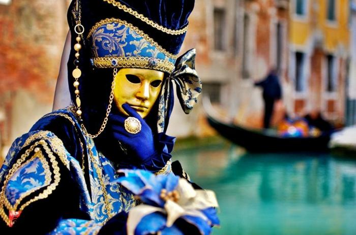 karneval in venedig faschingskostüme kopfschmuck goldene maske ring