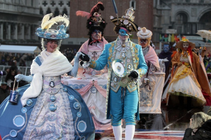 karneval in venedig faschingskostüme männer frauen kleider rosenmontag weiberfastnacht karnevalkostüme