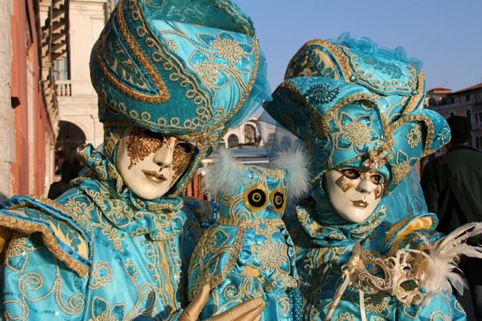karneval in venedig kostüme fasching orientalisch blaue stoffe gold stickereien eule