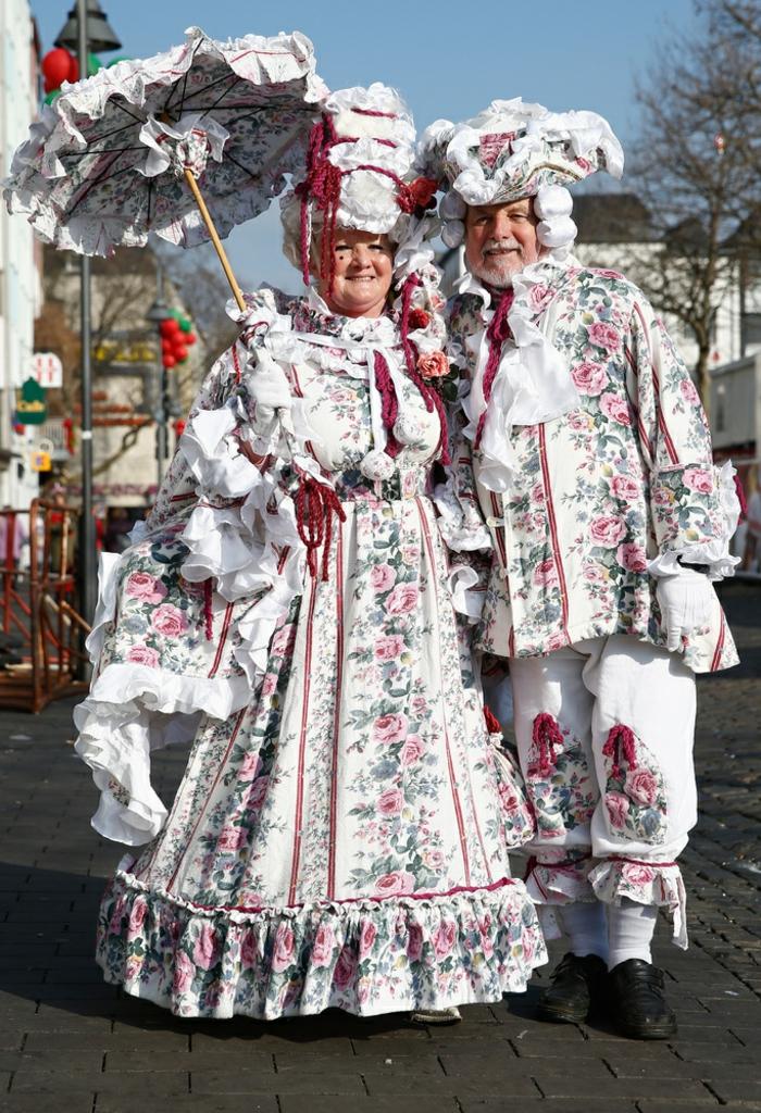 karneval kostüme karnevalskostüme logo koeln klowns narren kostüme karneval umzug königen