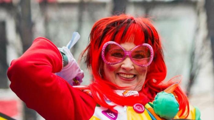 kostüme karnevalskostüme logo koeln klowns narren kostüme karneval umzug rosa rot trend