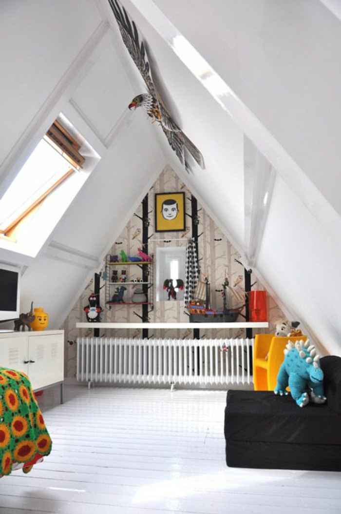 kinderzimmer mit dachschräge bett heizung anrichte kommode weiß wandregale dachgeschoss dachboden