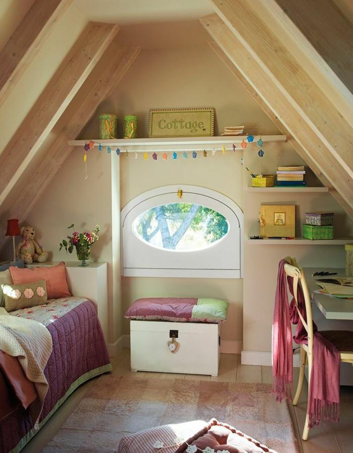 kinderzimmer mit dachschräge dachgeschoss dachboden schreibtisch bett wandregale