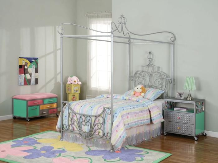 kinderzimmergestaltung farbiger teppich mädchenzimmer gestalten funktionale kindermöbel