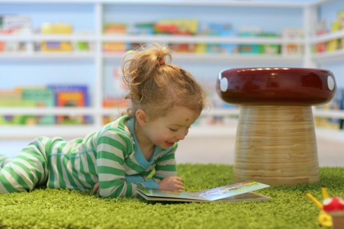 kinderzimmergestaltung kinderzimmerteppich grüner teppich sicherheit