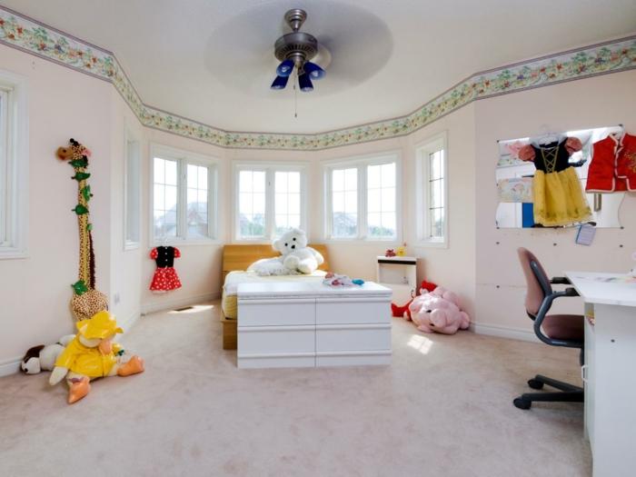 kinderzimmergestaltung mädchenzimmer gestalten helles interieur farbige spielzeuge