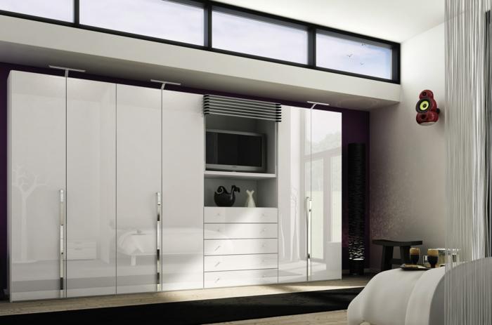 kleiderschrank weiß schöafzimmer einrichtung schwarzer teppichläufer