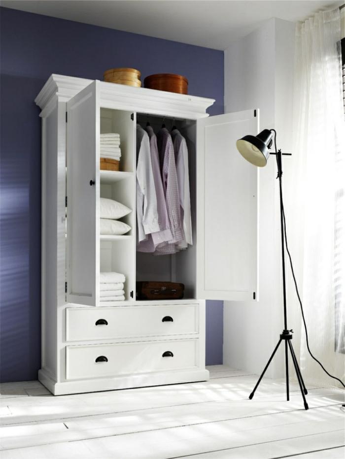 kleiderschrank weiß schlafzimmer einrichten blaue wand weißer boden