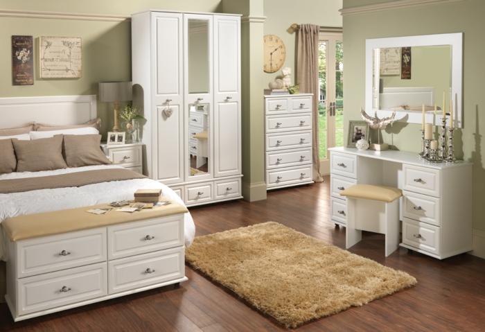 kleiderschrank weiß schlafzimmer einrichtung beiger teppich schminktisch