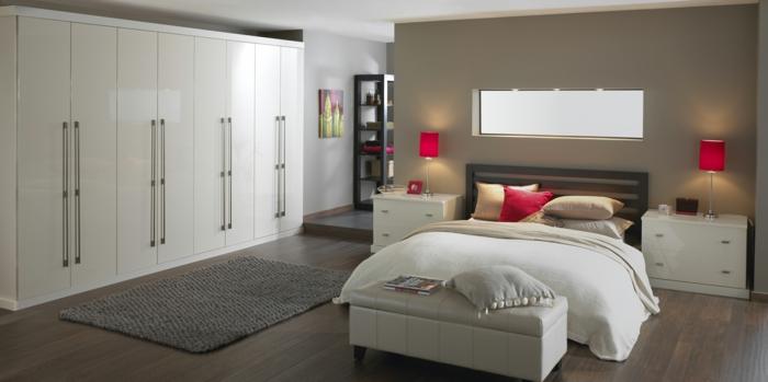 kleiderschrank weiß schlafzimmer einrichtung massiv rote akzente